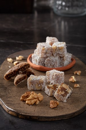 COCONUT COVEREDTURKISH DELIGHT WITH WALNUT AND FIG 250 GR